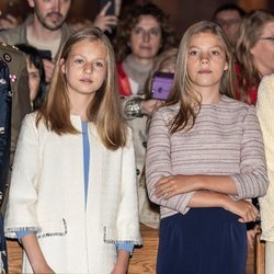 La Princesa Leonor y la Infanta Sofía durante la Misa de Pascua 2019