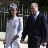 El Príncipe Guillermo de Inglaterra y Kate Middleton llegando a la Misa de Pascua 2019