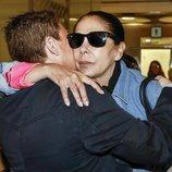 Isabel Pantoja, con mala cara antes de subir al avión destino 'Supervivientes 2019'