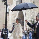 La Reina Sofía, tapada con un paragüas en la Misa de Pascua 2019