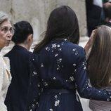 La Reina Sofía con cara de sorpresa junto a la Reina Letizia en la Misa de Pascua 2019