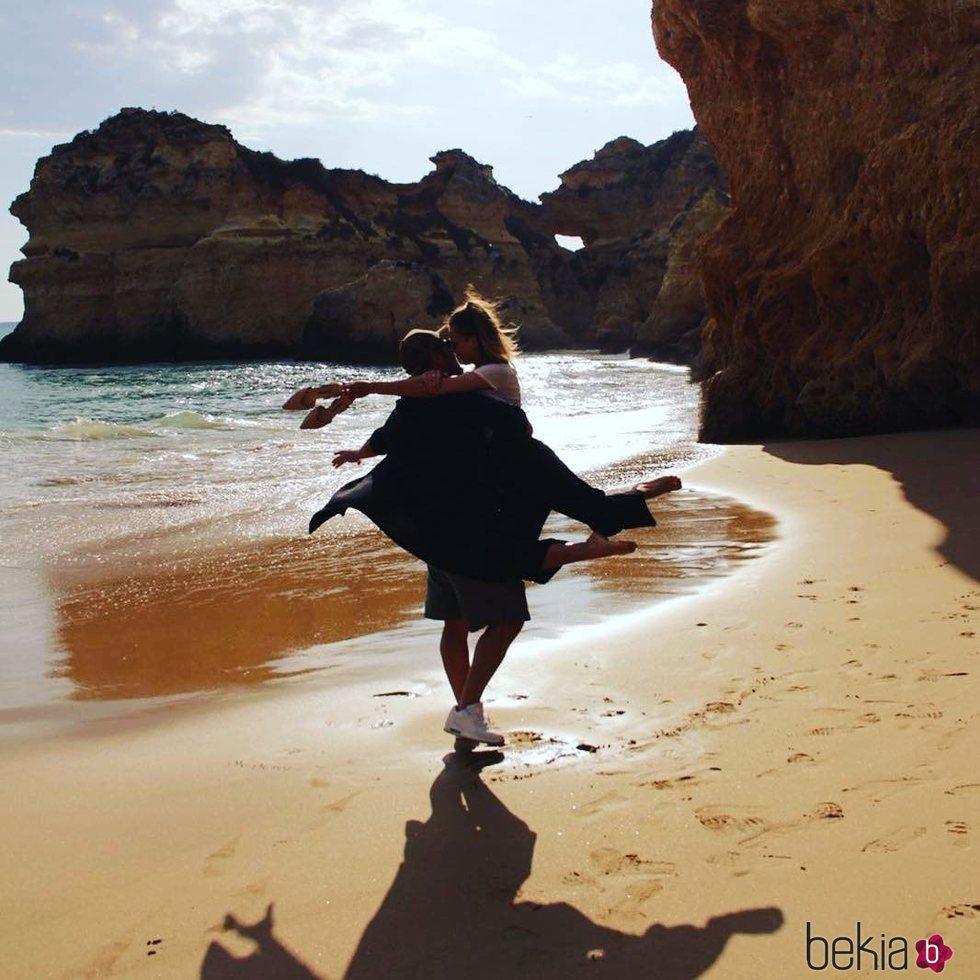 David Bustamante, muy cariñoso con Yana Olina en el Algarve