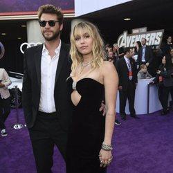 Liam Hemsworth y Miley Cyrus en la premiere de 'Vengadores: Endgame' en Los Ángeles