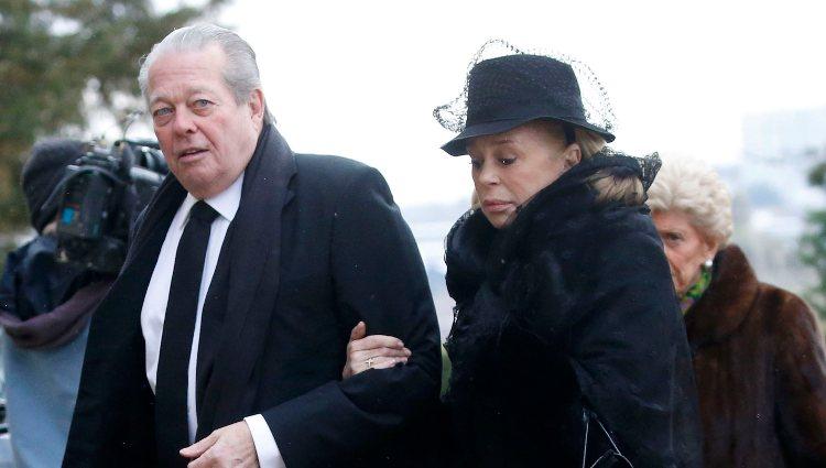 Miguel de Orleans y Bárbara de Posch en el funeral del Conde de París