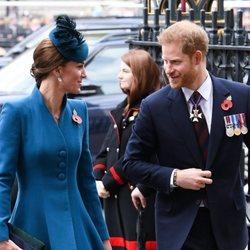 Kate Middleton y el Príncipe Harry en el Anzac Day