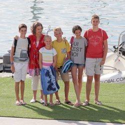 La Reina Sofía con sus nietos Victoria Federica de Marichalar y Juan, Pablo, Miguel e Irene Urdangarin en Mallorca