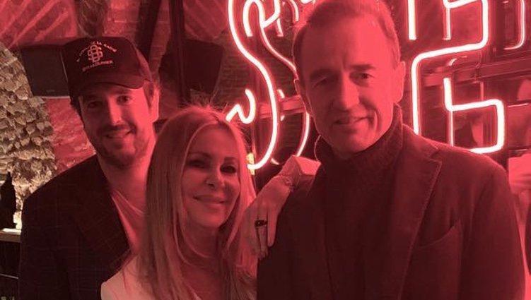 Álex Lequio con sus padres Alessandro Lequio y Ana Obregón en un evento