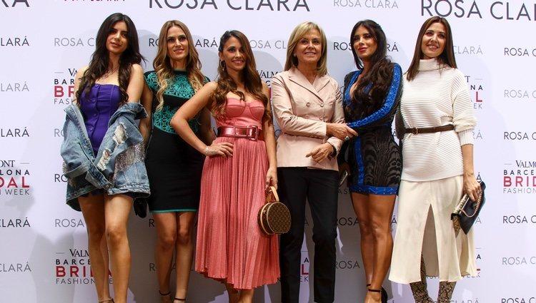 Maria Toktouk, Elena Galera, Antonella Roccuzo, Daniella Semaan y Nuria Cunillera con Rosa Clará