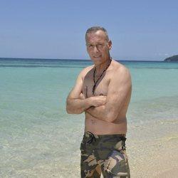 Posado oficial de Carlos Lozano en la playa para Supervivientes 2019