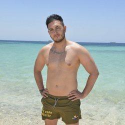 Posado oficial de Omar Montes en la playa para Supervivientes 2019