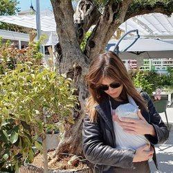 Isabel Jiménez, disfrutando de su Almería natal con su bebé
