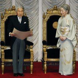 El Emperador Akihito de Japón dando un discurso en el Parlamento