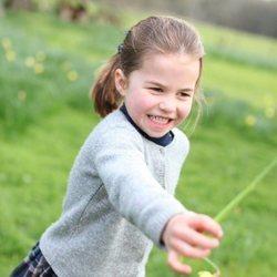 La Princesa Carlota, muy divertida en el campo