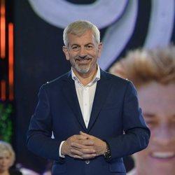 Carlos Sobera muy sonriente durante la gala 1 de 'Supervivientes: Tierra de nadie'