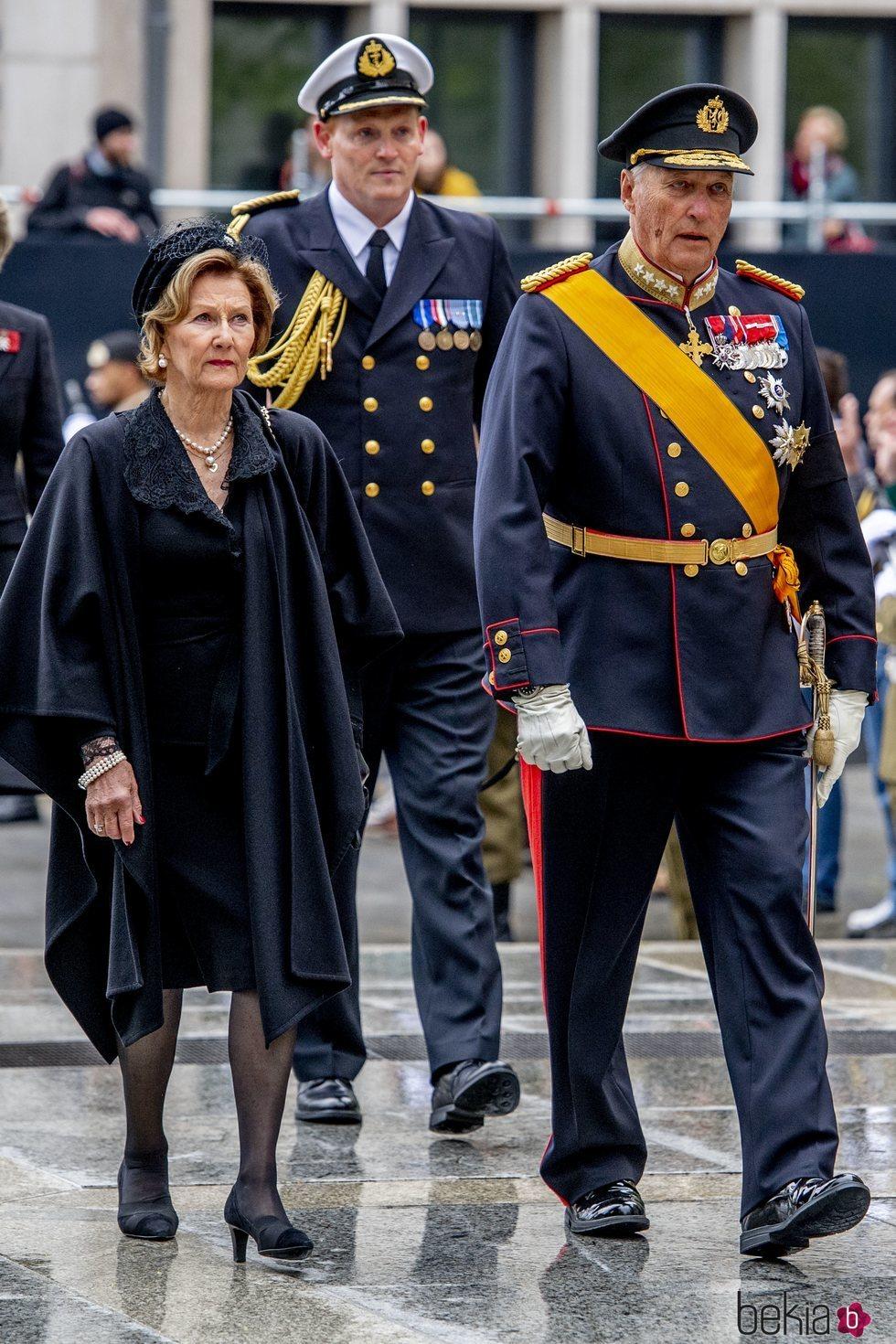 Los Reyes Harald y Sonia de Noruega en el funeral del Gran Duque Juan de Luxemburgo