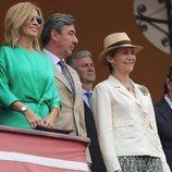 La Infanta Elena mira orgullosa a Victoria Federica de Marichalar en la 34 Exhibición de Enganches