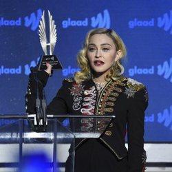 Madonna recibe el premio en los GLAAD Media Awards 2019