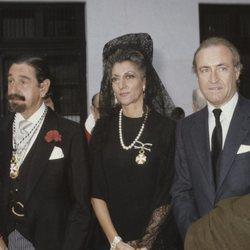 Pitita Ridruejo con Jaime de Mora y Aragón y Tomás Terry