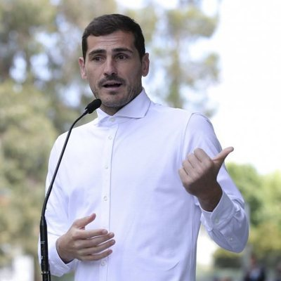 Iker Casillas tras recibir el alta hospitalaria