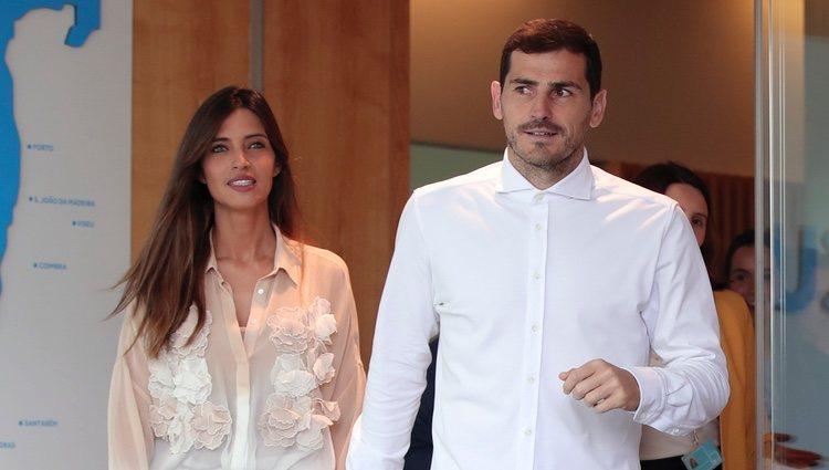 Sara Carbonero e Iker Casillas saliendo del hospital