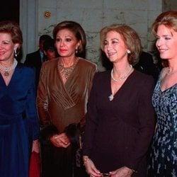 La Reina Sofía con Ana María de Grecia, Farah Diba y Noor de Jordania