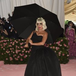 Lady Gaga en la alfombra roja de la Gala MET 2019 con su segundo look