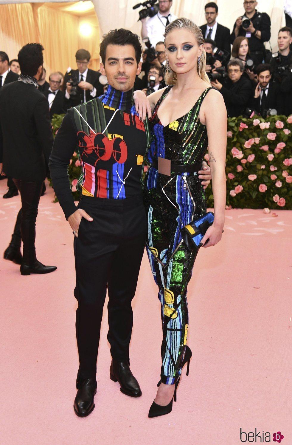 Joe Jonas y Sophie Turner en la alfombra roja de la Gala MET 2019