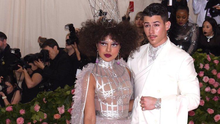 Priyanka Chopra y Nick Jonas en la alfombra roja de la Gala MET 2019