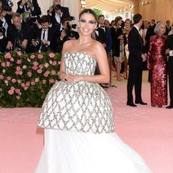 Sara Sampaio en la alfombra roja de la Gala MET 2019