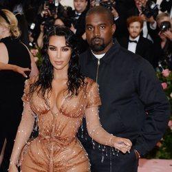 Kim Kardashian y Kanye West en la alfombra roja de la Gala MET 2019