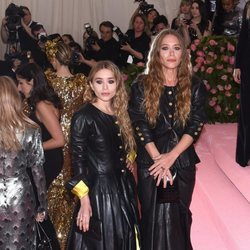 Mary Kate Olsen y Ashley Olsen en la alfombra roja de la Gala MET 2019