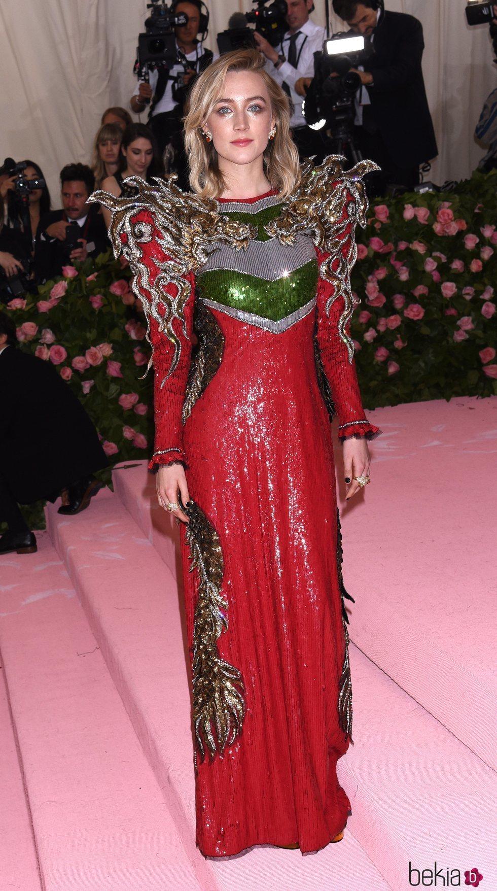 Saoirse Ronan en la alfombra roja de la Gala MET 2019