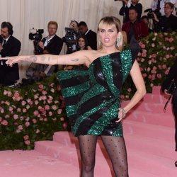 Miley Cyrus en la alfombra roja de la Gala MET 2019