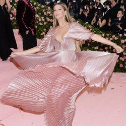 Gisele Bundchen en la alfombra roja de la Gala MET 2019