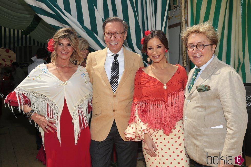 Victorio & Lucchino junto Arancha de Benito y Cecilia Gomez en la Feria de Abril 2019