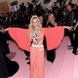 Elle Fanning en la alfombra roja de la Gala MET 2019