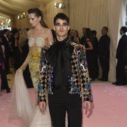 Darren Criss en la alfombra roja de la Gala MET 2019