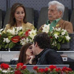 Isabel Presyler y Mario Vargas Llosa muy atentos en el Madrid Open 2019