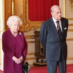 La Reina Isabel y el Duque de Edimburgo reaparecen tras el nacimiento del primer hijo del Príncipe Harry y Meghan Markle