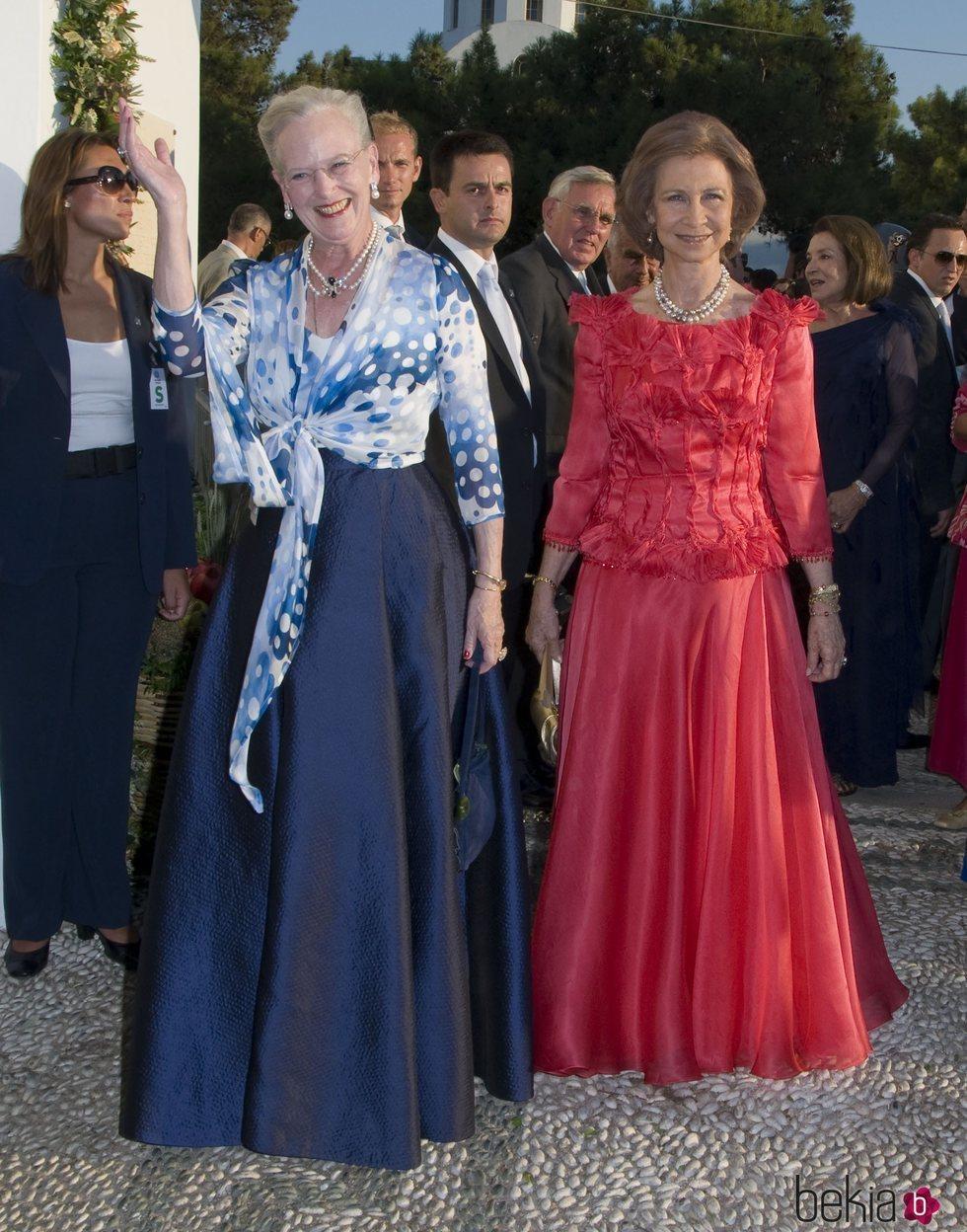 La Reina Margarita de Dinamarca y la Reina Sofía en la boda de Nicolás de Grecia y Tatiana Blatnik