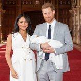 Los Duques de Sussex posando con su hijo Archie Harrison