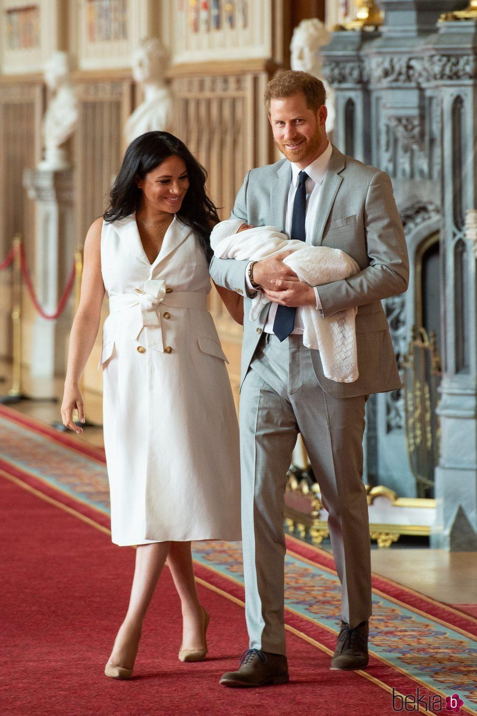 El Príncipe Harry y Meghan Markle presentan a su primer hijo Archie Harrison en Windsor Castle
