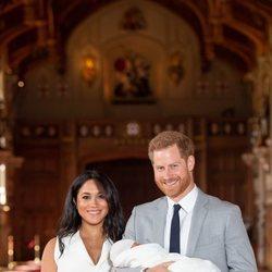 El Príncipe Harry y Meghan Markle, muy felices en la presentación de su primer hijo Archie Harrison