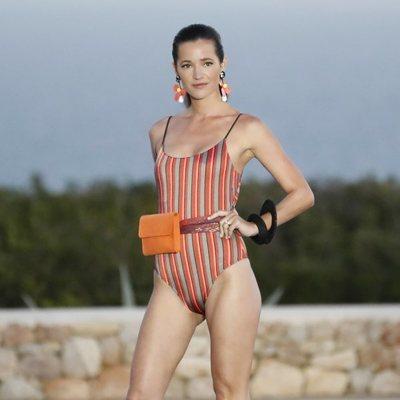 Malena Costa desfilando para Calzedonia en Ibiza