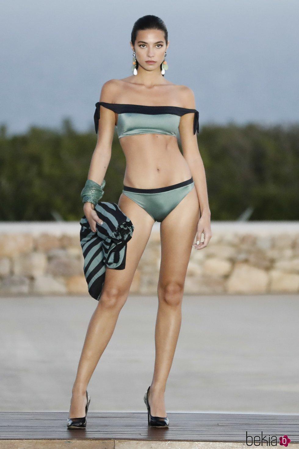Rocío Crusset desfilando para Calzedonia en Ibiza