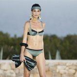 Estela Grande desfilando para Calzedonia en Ibiza