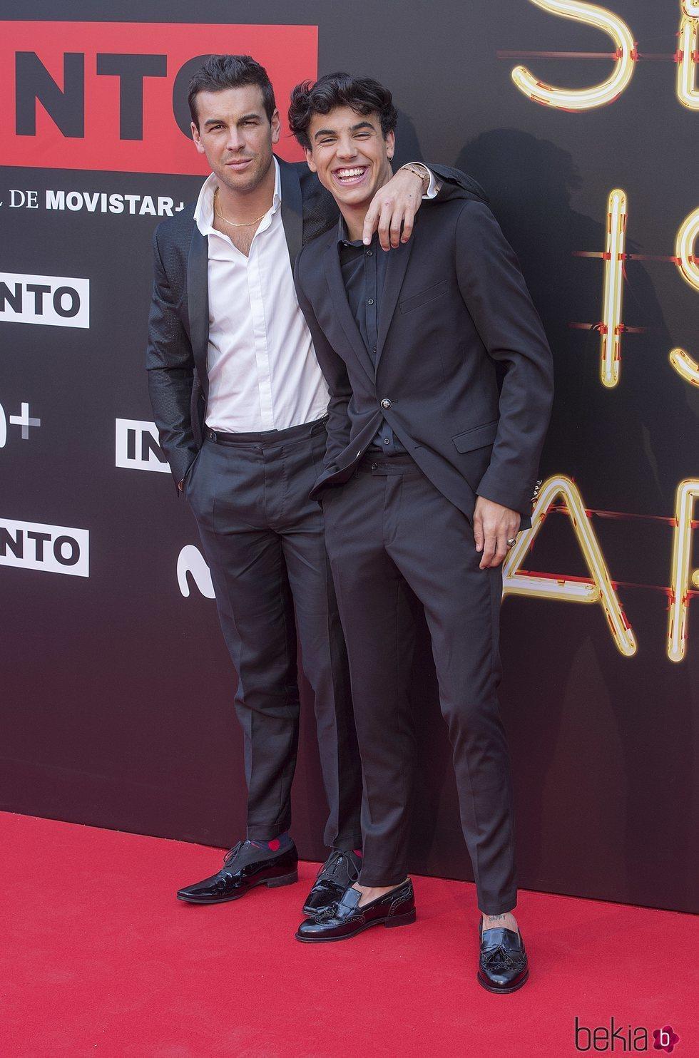 Los hermanos Casas en la premiere de la serie 'Instinto'