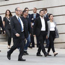 Alberto Garzón llegando a la capilla ardiente de Alfredo Pérez Rubalcaba en el Congreso de los Diputados en Madrid