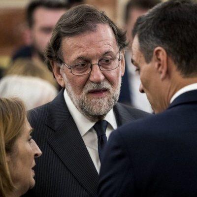 Mariano Rajoy, Ana Pastor y Pedro Sánchez en la capilla ardiente de Alfredo Pérez Rubalcaba en el Congreso de los Diputados en Madrid