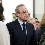 Florentino Pérez en la capilla ardiente de Alfredo Pérez Rubalcaba en el Congreso de los Diputados en Madrid